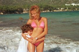 Ana Obregón recupera su famoso posado del verano en Mallorca